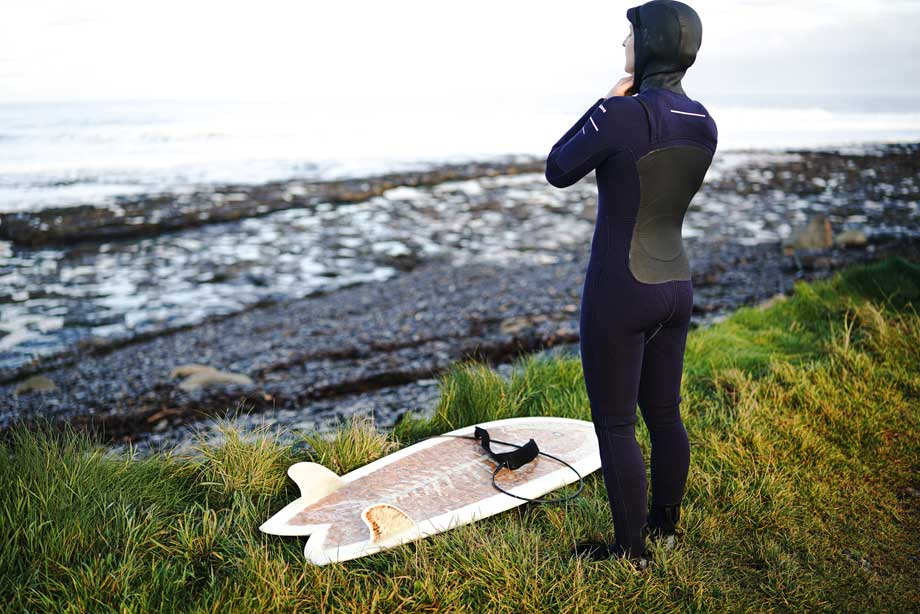 Winter wetsuits matches perfectly with surfing accesories